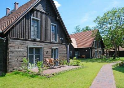 Ferienhaus 2 mit Blick auf Garten und Wiese